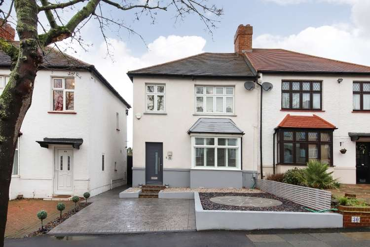 3 Bedrooms Semi Detached House for sale in Farmcote Road London SE12