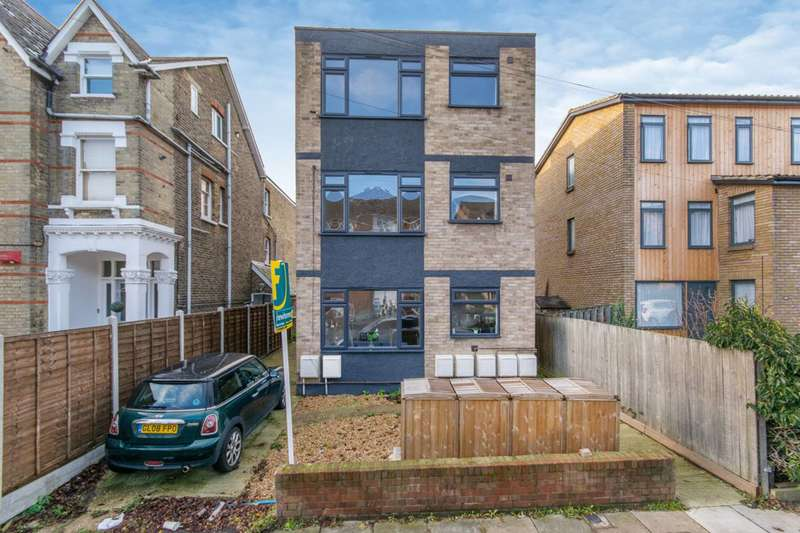 2 Bedrooms Flat for sale in Barclay Court, Penge, SE26
