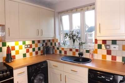 3 Bedrooms Semi Detached House for rent in Mulberry Close, Tunbridge Wells
