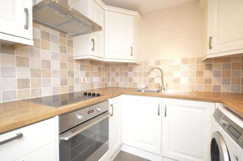 2 Bedrooms Flat for sale in Tylersfield, Abbots Langley, WD5
