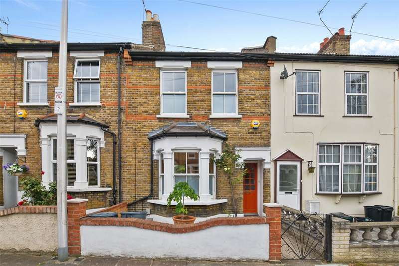 4 Bedrooms House for sale in Granville Road, London, E18