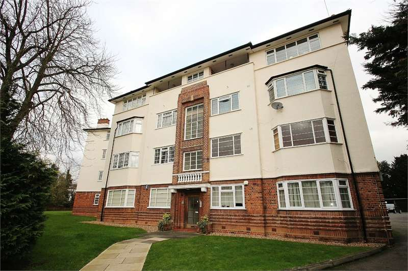 2 Bedrooms Flat for sale in Woodford Road, SNARESBROOK