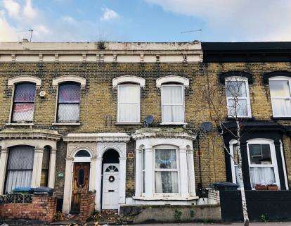 2 Bedrooms Flat for sale in Leytonstone, Waltham Forest, London