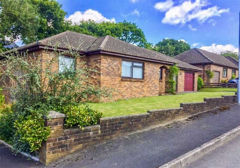 3 Bedrooms Detached Bungalow for sale in Maesglasnant, Cwmffrwd