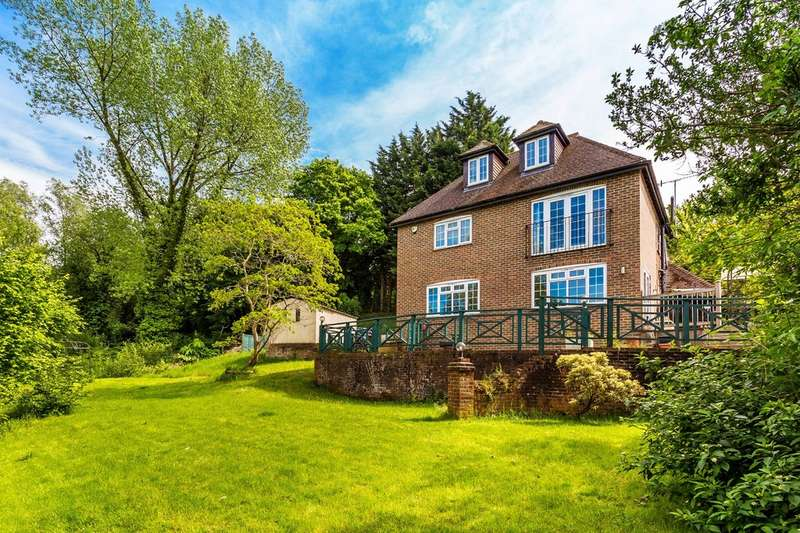 5 Bedrooms Detached House for sale in Westerham Road, Oxted, RH8 0ED