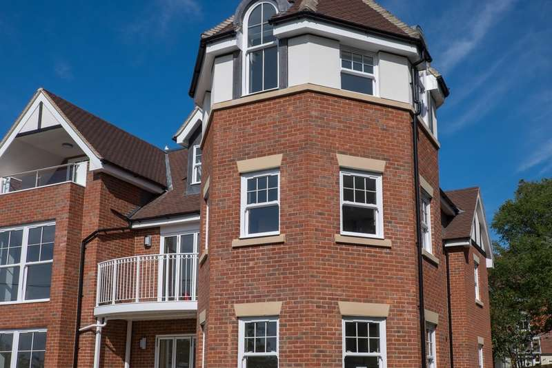 2 Bedrooms Flat for rent in Totland Bay, Isle of Wight