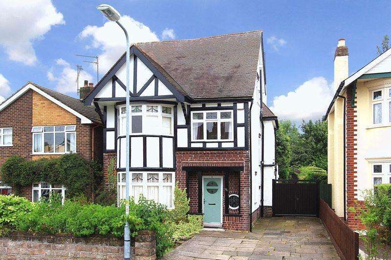 4 Bedrooms Detached House for sale in PENN, Pennhouse Avenue