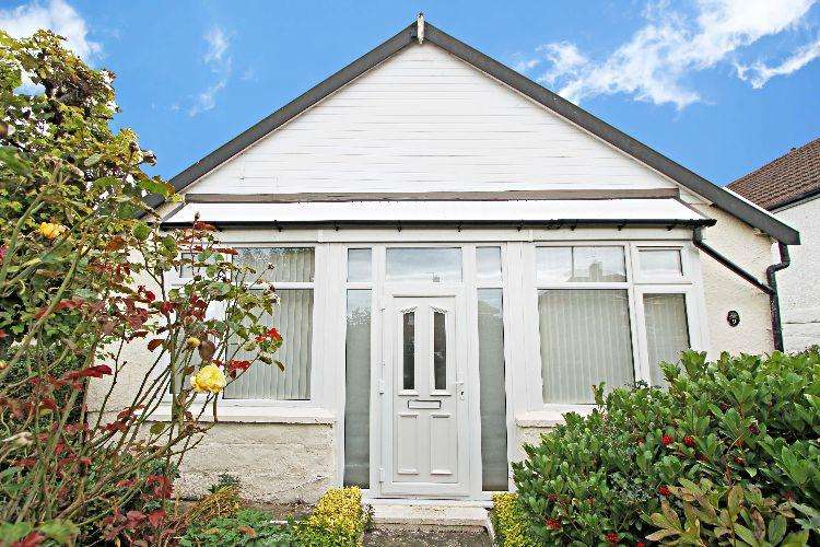 3 Bedrooms Detached Bungalow for sale in Cottenham Road Rotherham South Yorkshire