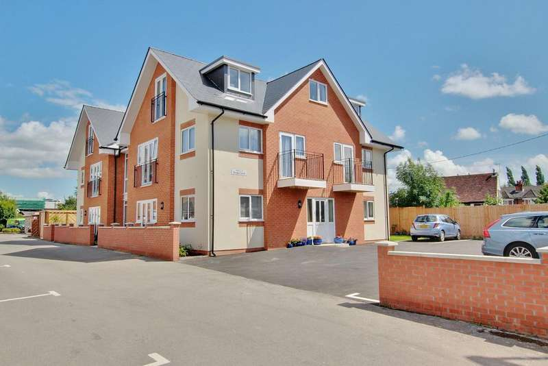 1 Bedroom Flat for sale in CENTRAL ROMSEY