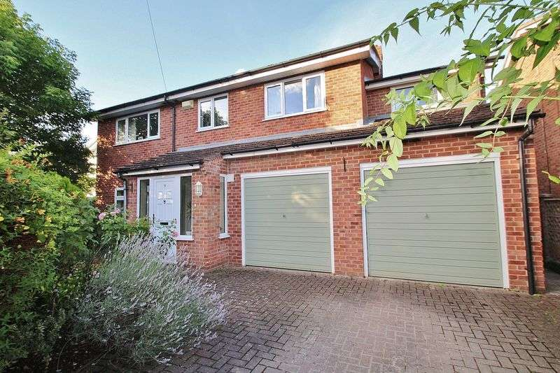 4 Bedrooms Property for sale in Church Close, Benson