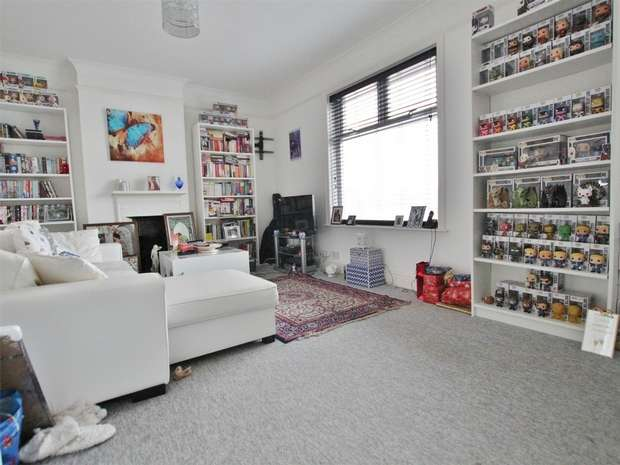 2 Bedrooms Maisonette Flat for sale in Constitution Hill Road, Sea View, POOLE, Dorset