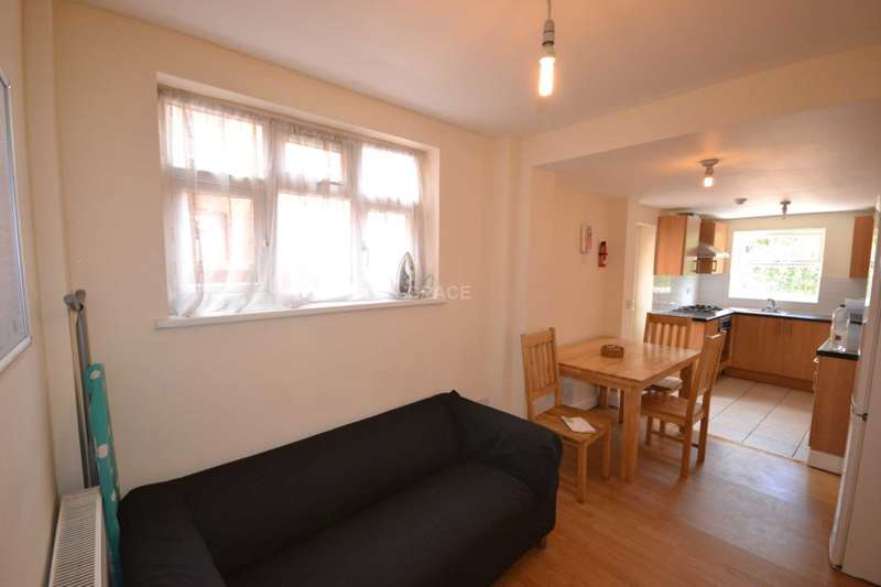 6 Bedrooms Terraced House for rent in St Edwards Road, Earley, Reading, Berkshire, RG6 1NL