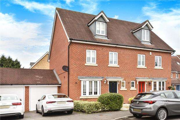 4 Bedrooms Semi Detached House for sale in Alford Close, Sandhurst, Berkshire