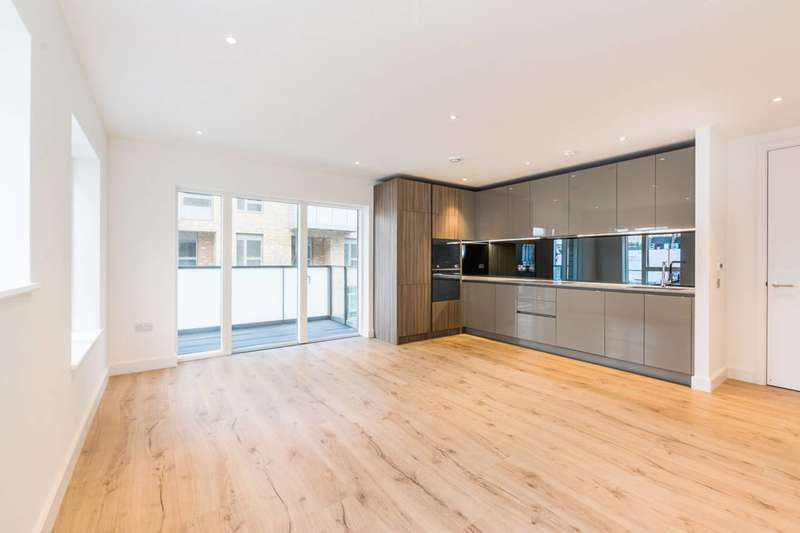 2 Bedrooms Flat for rent in Smithfield Square, Hornsey, N8