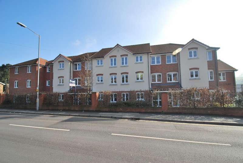 1 Bedroom Flat for sale in Liberty Court, Bellingdon Road, Chesham, HP5