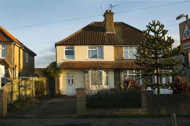 3 Bedrooms Semi Detached House for sale in Church End Lane, Tilehurst, Reading,