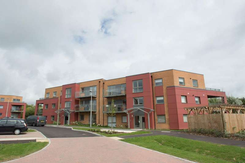 2 Bedrooms Flat for sale in Weavers Close, Eastbourne