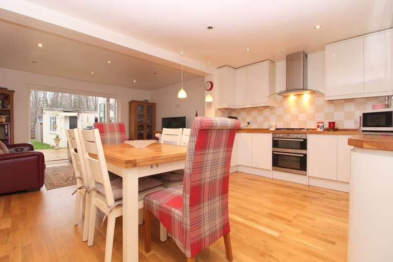 3 Bedrooms Detached House for sale in Station Crescent, Ashford, TW15