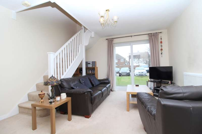 2 Bedrooms Flat for sale in Charles Court, 132, Feltham Road, Ashford, TW15