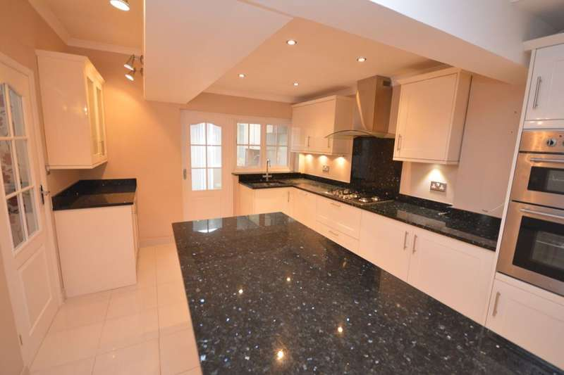 4 Bedrooms Semi Detached House for rent in Newquay Road, London, SE6