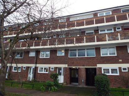 3 Bedrooms Maisonette Flat for sale in Yeomans Way, Enfield, London