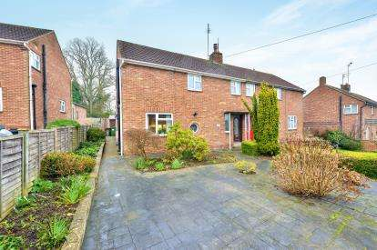 3 Bedrooms Semi Detached House for sale in Parkway, Bow Brickhill, Milton Keynes, Buckinghamshire
