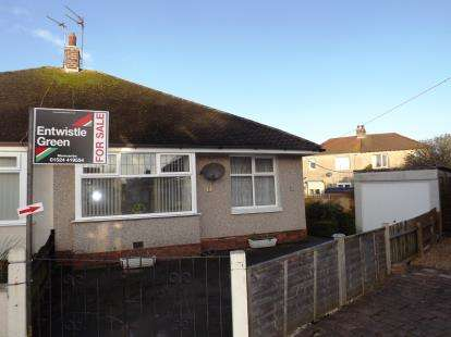 2 Bedrooms Bungalow for sale in Newlands Road, Morecambe, LA4