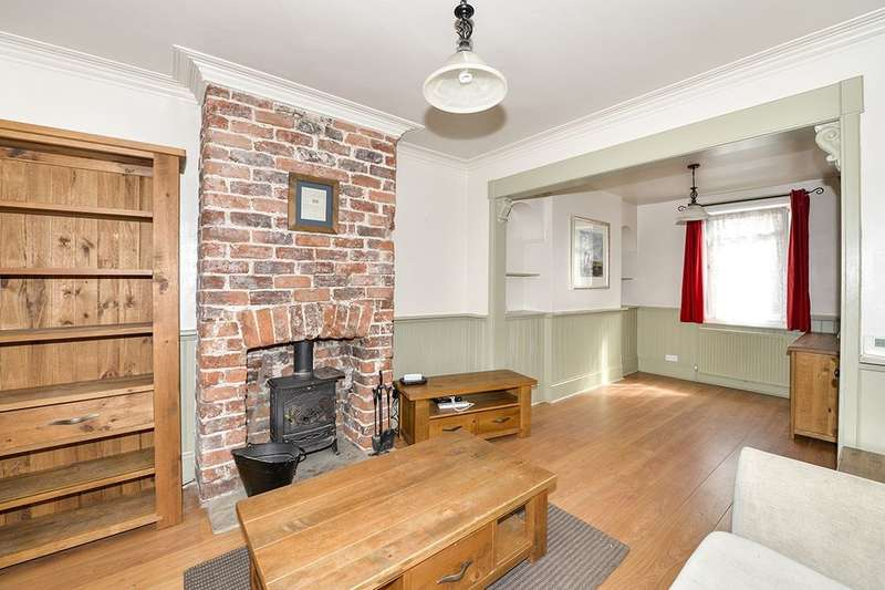 3 Bedrooms Terraced House for rent in Albion Place, Whitby, YO21