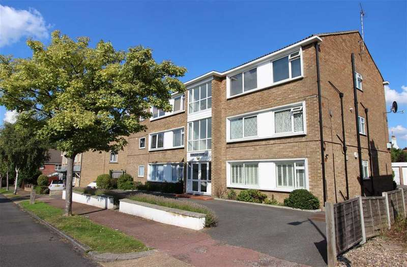 2 Bedrooms Apartment Flat for sale in Fernleigh Drive Leigh on Sea