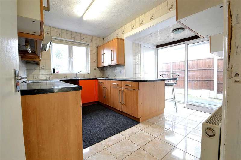 5 Bedrooms Terraced House for rent in Woodford Avenue, Gants Hill, Ilford