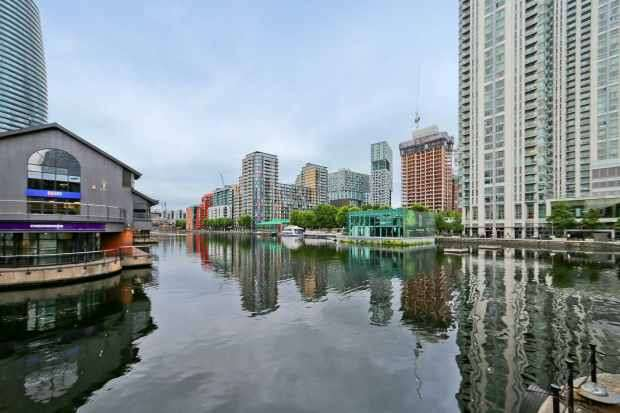 2 Bedrooms Flat for sale in Millharbour, Isle Of Dogs, Greater London, E14 9NB