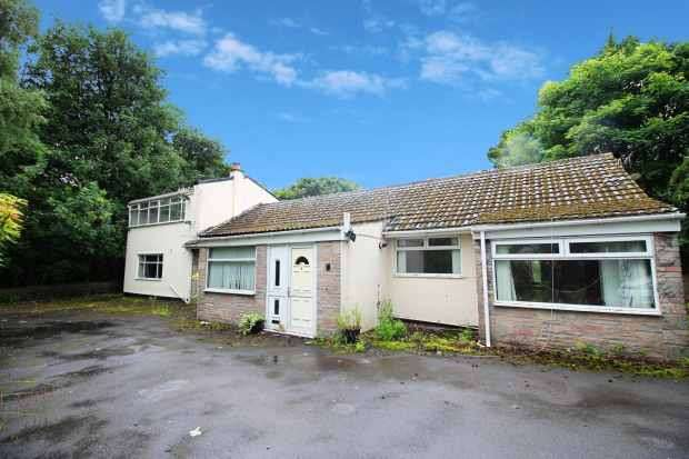 4 Bedrooms Detached Bungalow for sale in Valley Gardens, Burnley, Lancashire, BB11 5QE