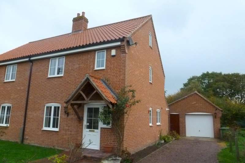 3 Bedrooms Semi Detached House for rent in Waterloo Close, Horsham St Faith