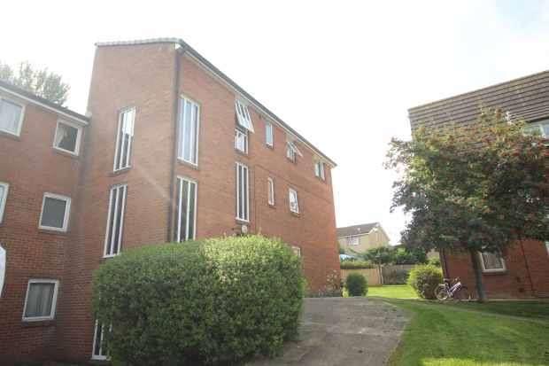 2 Bedrooms Flat for sale in Harewood Road, Harrogate, North Yorkshire, HG3 2TJ