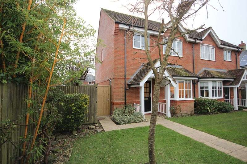 3 Bedrooms Semi Detached House for rent in Shires Close, Ringwood