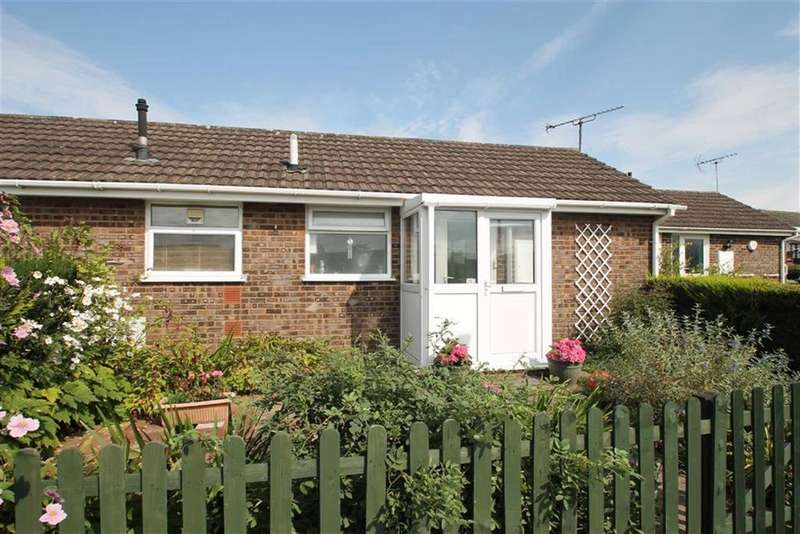 2 Bedrooms Semi Detached Bungalow for sale in Buckfield Road, LEOMINSTER, Leominster