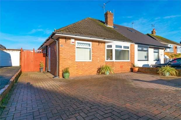 3 Bedrooms Semi Detached Bungalow for sale in The Fairway, Cardiff, South Glamorgan
