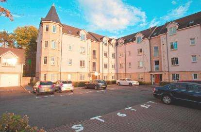 3 Bedrooms Flat for sale in Quarrywood Court, Livingston