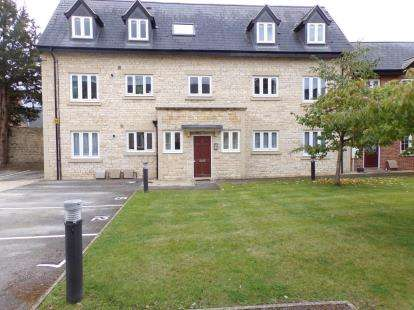 2 Bedrooms Flat for sale in Brackley House, High Street, Brackley, Northamptonshire