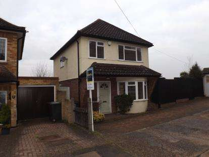 3 Bedrooms Detached House for sale in Ongar, Essex
