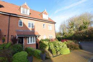 4 Bedrooms Terraced House for sale in Treetops Way, Heathfield, East Sussex