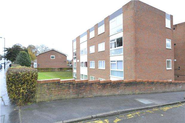 2 Bedrooms Flat for sale in Bourne Court, 60 Pampisford Road, CR8 2NE
