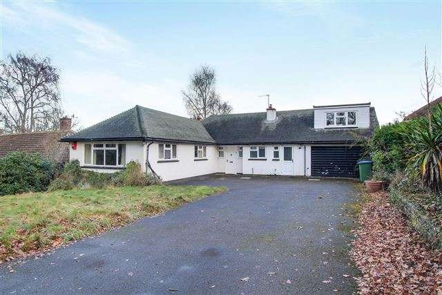 4 Bedrooms Bungalow for sale in Whitehall Drive, Ifield, Crawley