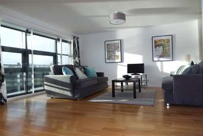 2 Bedrooms Flat for rent in Clyde Street, City Centre, G1