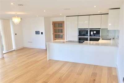 2 Bedrooms Flat for rent in Keynes House, Cambridge