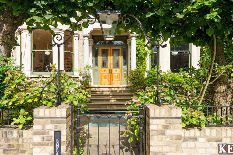 7 Bedrooms Detached House for sale in Kemplay Road, Hampstead Village