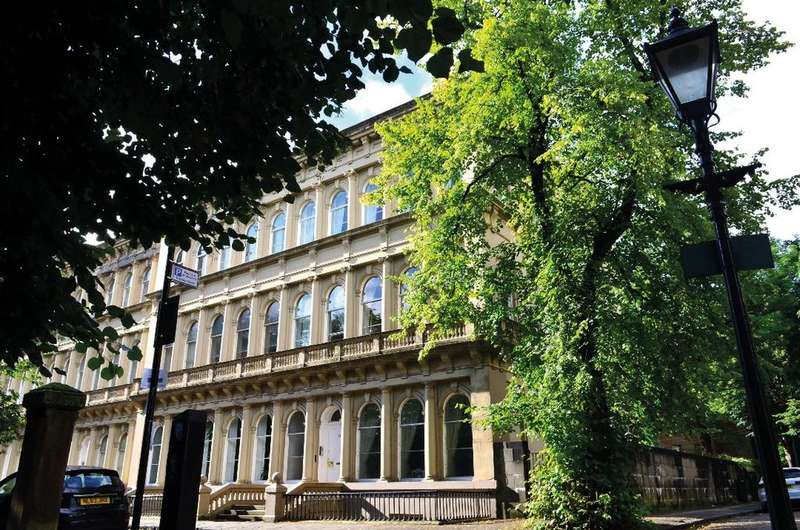 2 Bedrooms Flat for sale in Grosvenor Terrace, Dowanhill, Glasgow, G12 0TB
