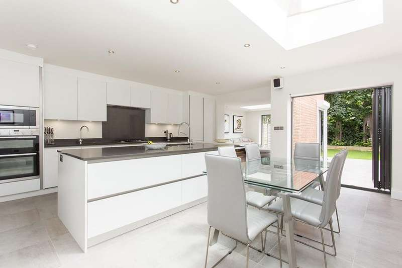 5 Bedrooms Property for sale in  Dickenson Road, Crouch End, London, N8