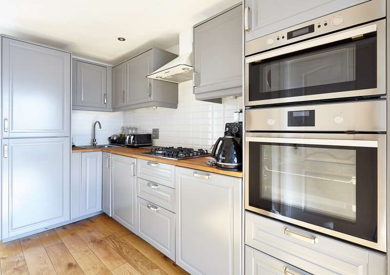 3 Bedrooms Flat for sale in Renters Avenue, London, London, NW4