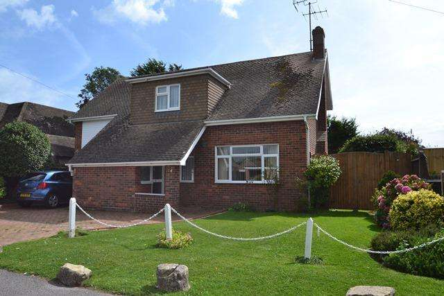 3 Bedrooms Detached House for sale in Telgarth Road, Ferring, West Sussex, BN12 5PX